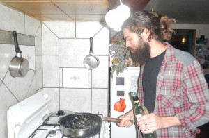 Zohar cook some mussels